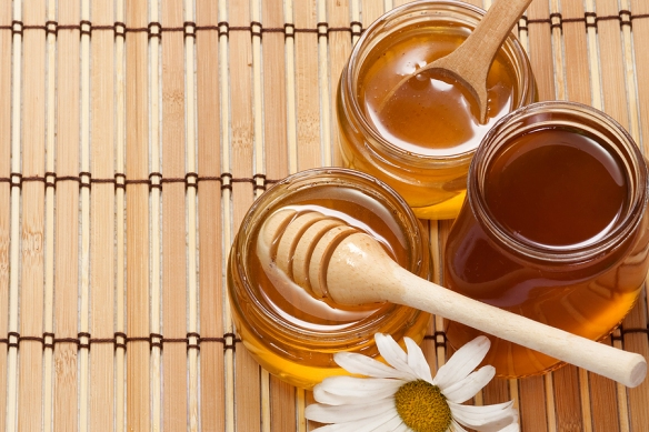 bigstock-pots-of-honey-and-flower-on-wo-26866313